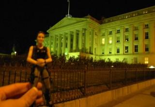 25 Jolie White House Night