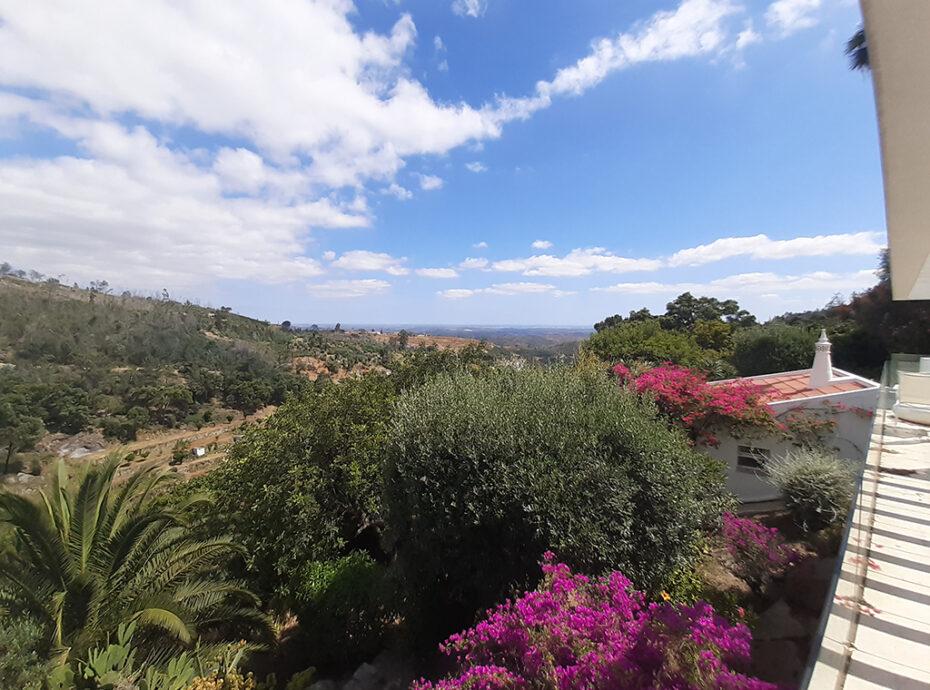 Villa on top location near Monchique for sale