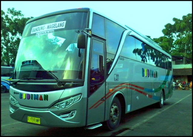 Mengenal Mercedes-Benz OH 1521 Intercooler, Sang Legenda Bus Indonesia