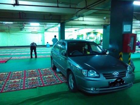 mobil di mesjid 1