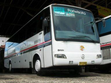 Armada Pariwisata Mercedes OH 1521