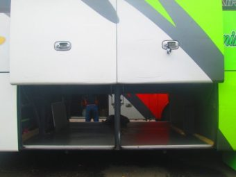 ciri khas bus spaceframe, bagasi tembus kanan kiri