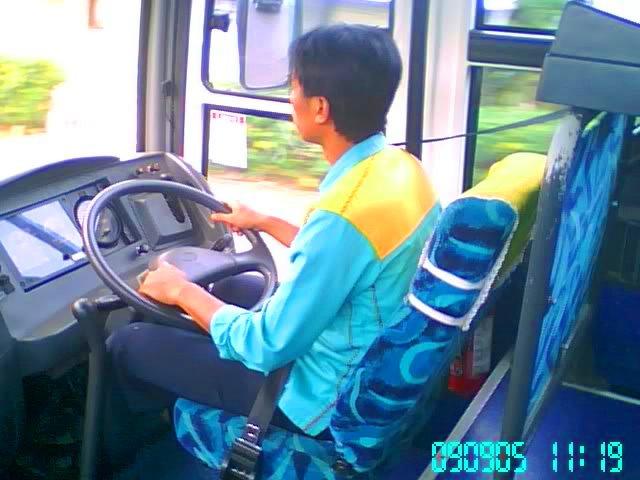 Drivernya tertib aturan dan keselamatan.. selalu pakai seatbelt