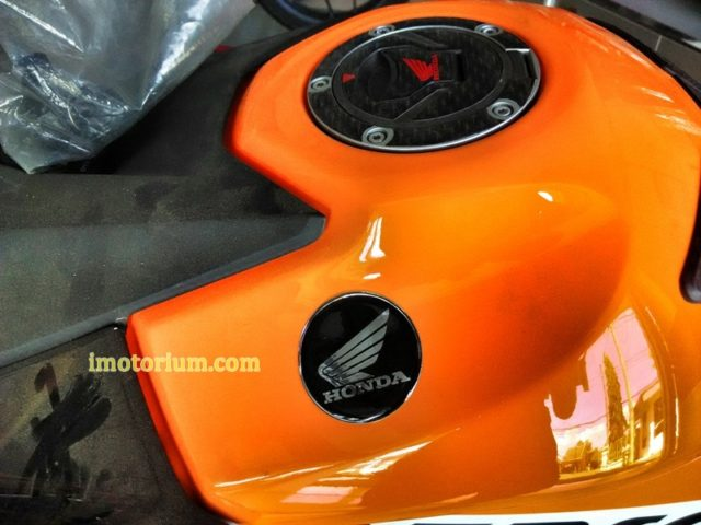 Honda CB 150 Repsol (4)