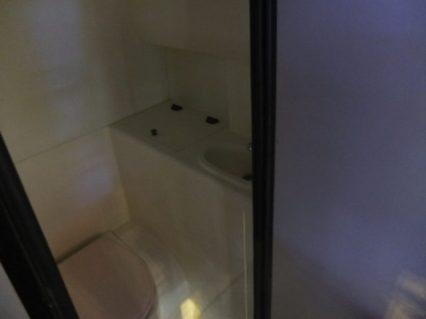 toiletnya sempit