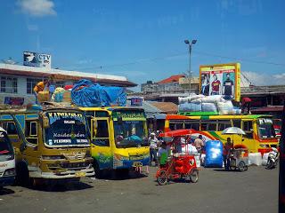 untuk bus medium seperti ini keadaanya, masih jadi pilihan bagi para pedagang.. namun buat yang ingin cari kenyamanan tentunya enggan menaiki bus seperti ini