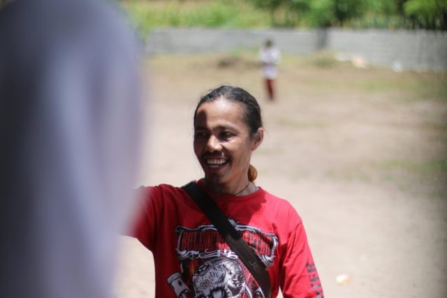 Hamsa-Rimangga-Presiden-Yamaha-Vixion-Club-Indonesia-saat-menyapa-siswa-siswi-SD-Inpres-Salura