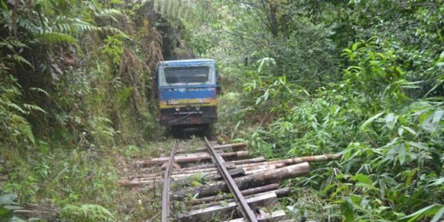 kereta lori molek lebong tandai 8
