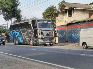tampilan depan samping adiputro jetbus uhd