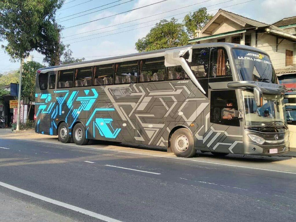 Penampakan Bus Adiputro Jetbus UHD Mercy 2542, Jozz Bagasinya Gede Banget