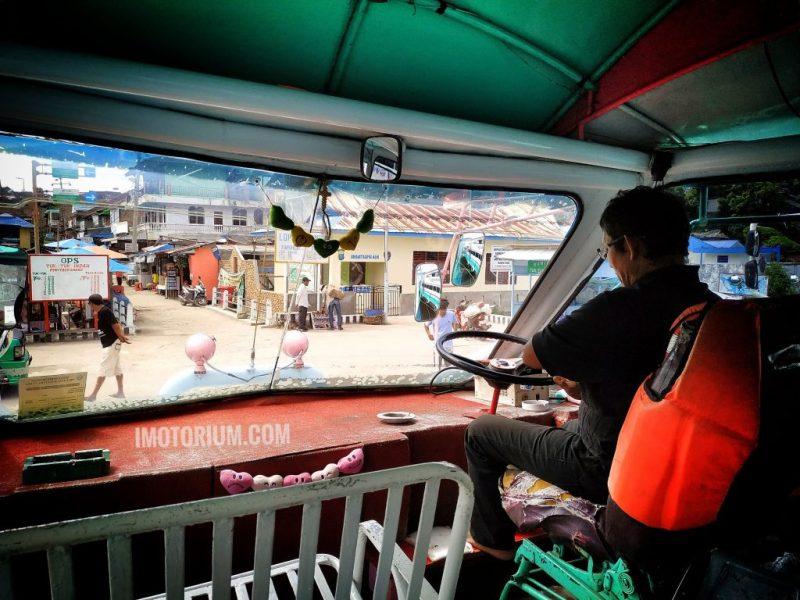 Naik Kapal Di Danau Toba - Pelabuhan Tigaraja