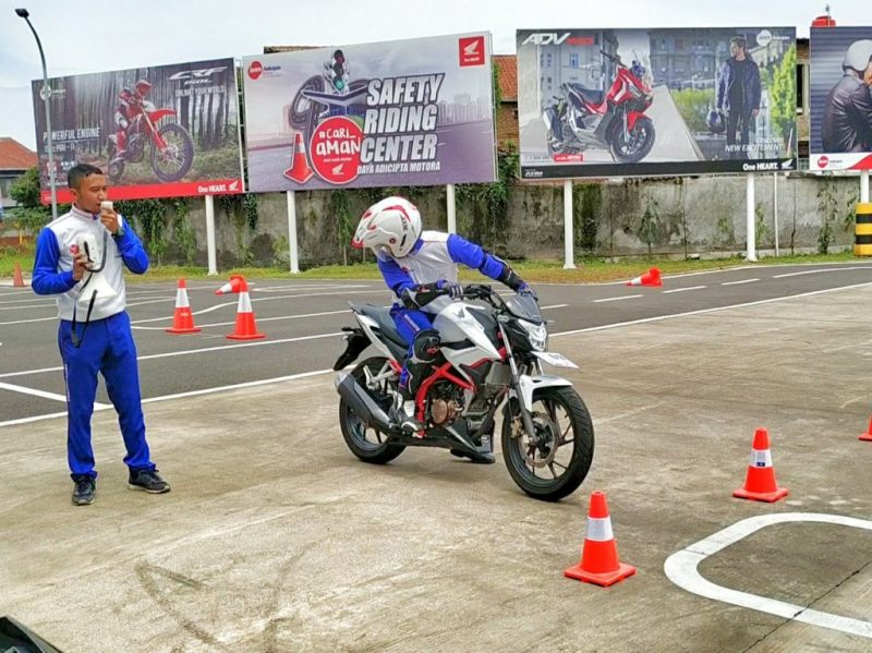 Safety Riding honda Instruktur