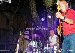 Bertie Texier à la basse et Stéphane Sedat à la batterie du groupe Maddogz en concert, Place de la Marine à Agde le 16 juillet 2019