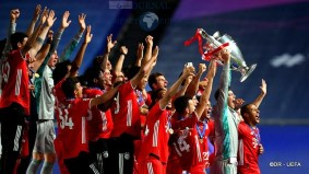 Six-time winners FC Bayern München5