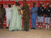 Alhaji Shonibare receiving Most Outstanding Sports Contribution on behalf of Ikorodu United FC