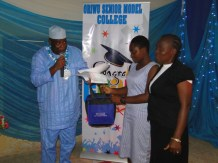 Olafimihan Boluwatife, Best student in English Language (SSS 1)with her mother receiving her prize from Alhaji Musbau M. Bolarinwa