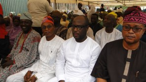 R-L, Deputy speaker, Lagos State House of Assembly, Hon. Eshinlokun, Member, Federal House of Representatives, Hon. Babajimi benson, APC leader, Alhaji Quadri and Odofin of Igbogbo, High Chief Tajudeen Onasanya at the burial