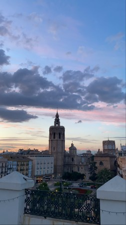 An image, taken from a balcony, of a square in Valencia