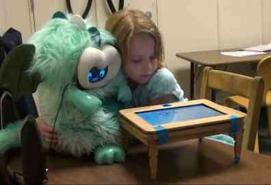 niños aprenden lenguaje con robots personales