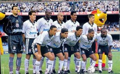 Maurício, Gamarra, Rincón, Batata, Vampeta e Silvinho; Fernando Baiano, Ricardinho, Índio, Marcelinho e Edílson.
