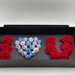 scatola con rose stabilizzate e cuore di baci perugina