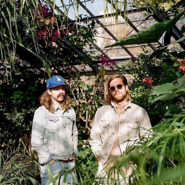 "darcys share ""virtual reality"", talk shop"