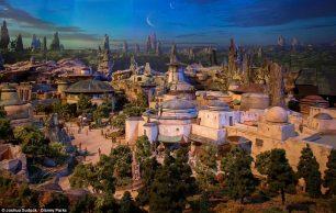 42514DA000000578-4695474-Disney_s_chairman_revealed_an_alternative_world_of_grassland_min-a-63_1500011462745