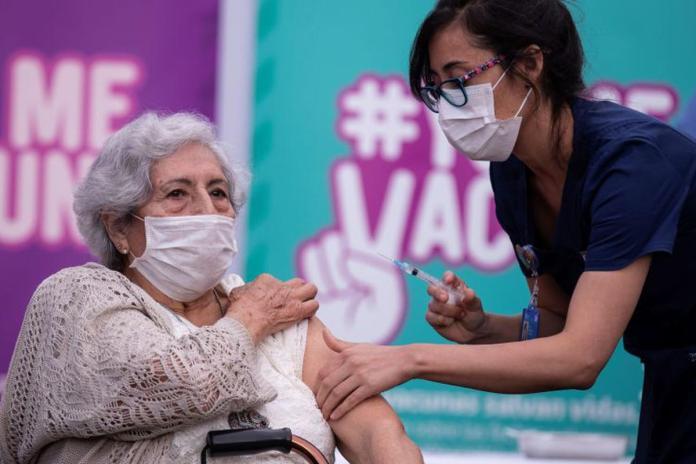 Cómo sera el proceso de vacunación para los adultos mayores provenientes de otros países