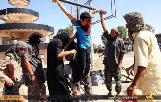 isis-crucifies-kid1