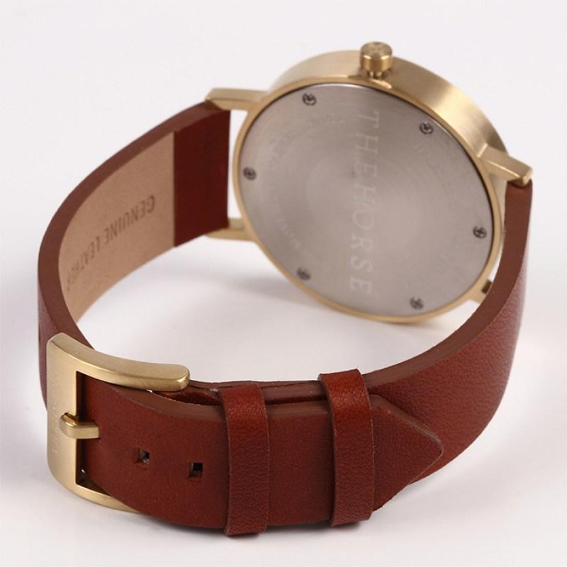 dシリーズは、スタイリッシュなデザインと優れた機能性を兼ね備えた男女兼用の腕時計です。