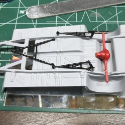I used multi-link parts from my parts box to build the rear suspension.