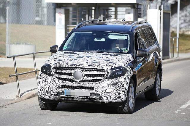 2016-Mercedes-Benz-GLS GL450