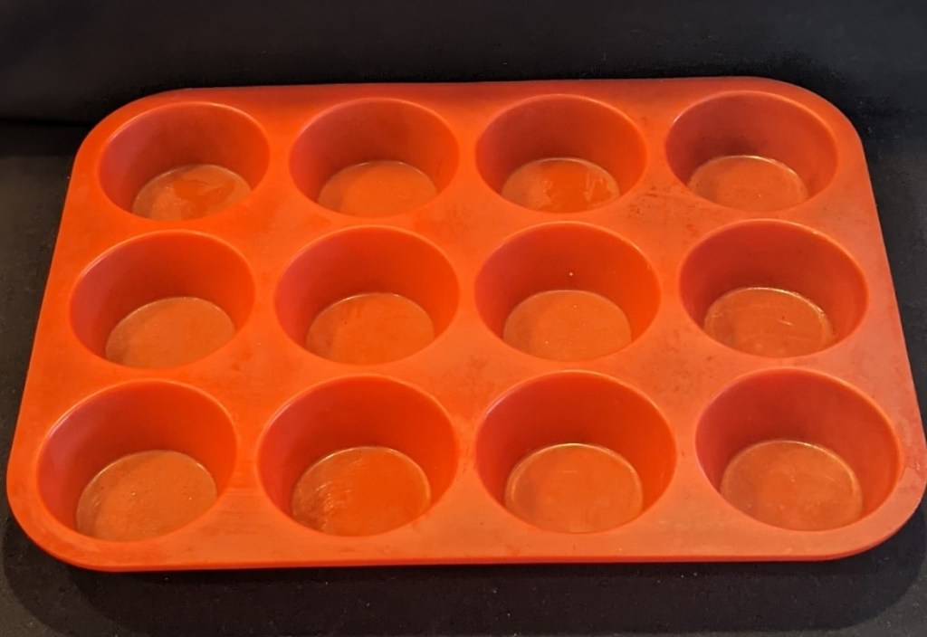 Red silicon muffin pan