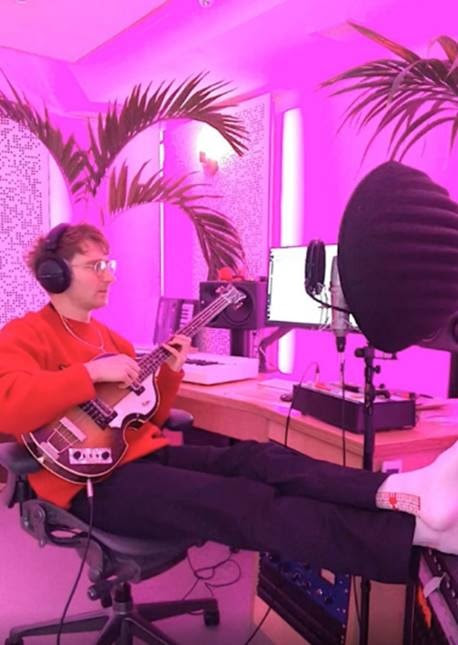 Dave Bayley Of Glass Animals Covers Heart Shaped Box By Nirvana On Instagram Your Culture Hub Bailey jay granger) — американская порноактриса. dave bayley of glass animals covers