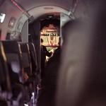 Schlafen im Flugzeug – So überstehst du einen Nachtflug