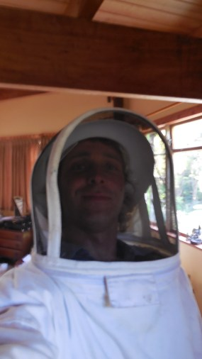 Bee-keeper-suit-selfie. Had to remove a wasp-nest from Inna's wall and tried one of these strange suits for the first time. Wonderful for not getting stung, but sheit for using tools. Fun to try though!