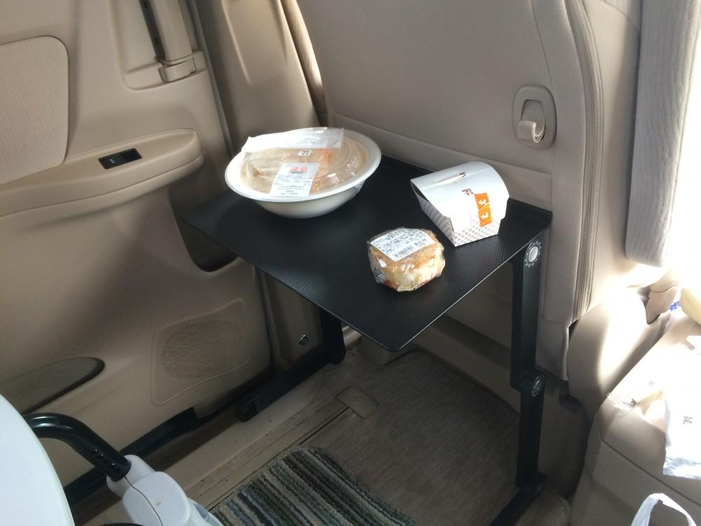 ラップデスクを車載してみた 食事