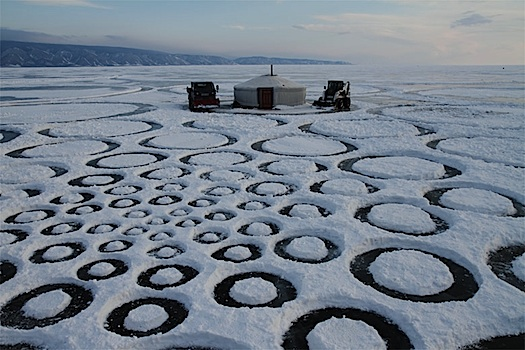 jim denevan lake baikal snow art