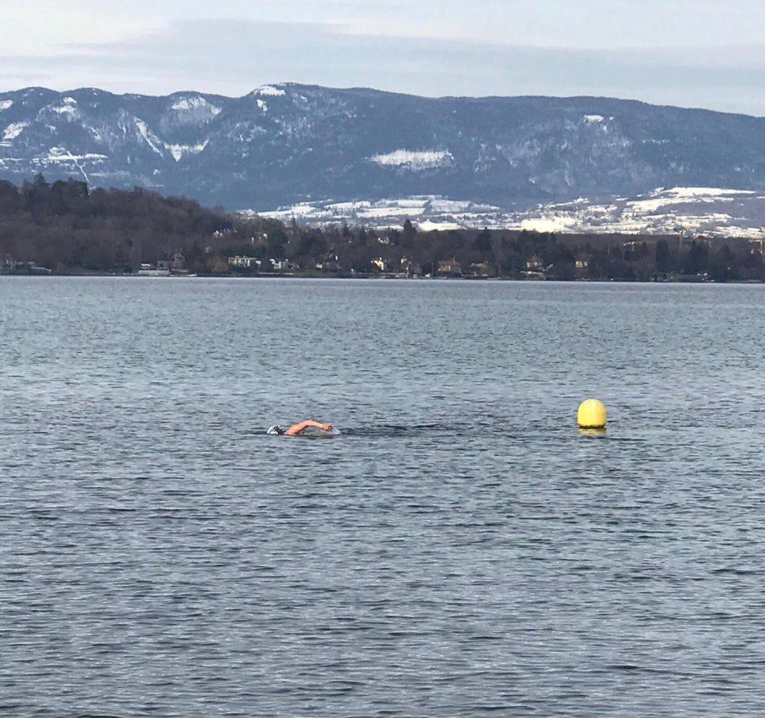 Nage en eau glacée distance