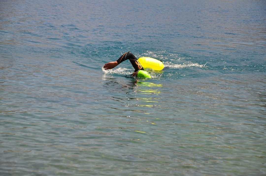 comment nager en eau libre avec une bouée