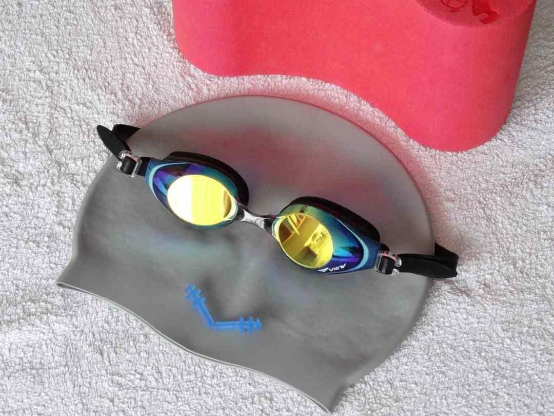 Bonnet et lunettes, équipement pour la natation