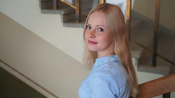 Artikkeli: Proviisorin poikkeuksellinen kevät ministeriössä. Kuvassa Korkeakouluharjoittelija Kukka-Maaria Virta. Kuva: LVM.