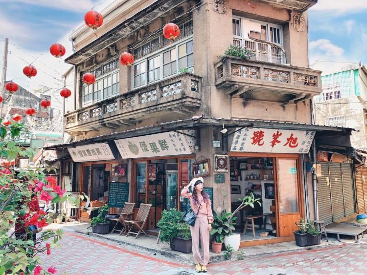 台南懶人包   原為五金行的旭峯號在退休後,由優鮮果接手,除保持原有裝潢外,開始經營有機蔬果販售