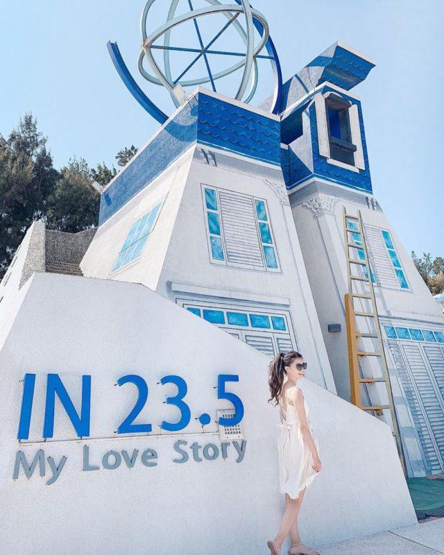 嘉義東石漁人碼頭最著名的地中海風藍白色調的日晷塔