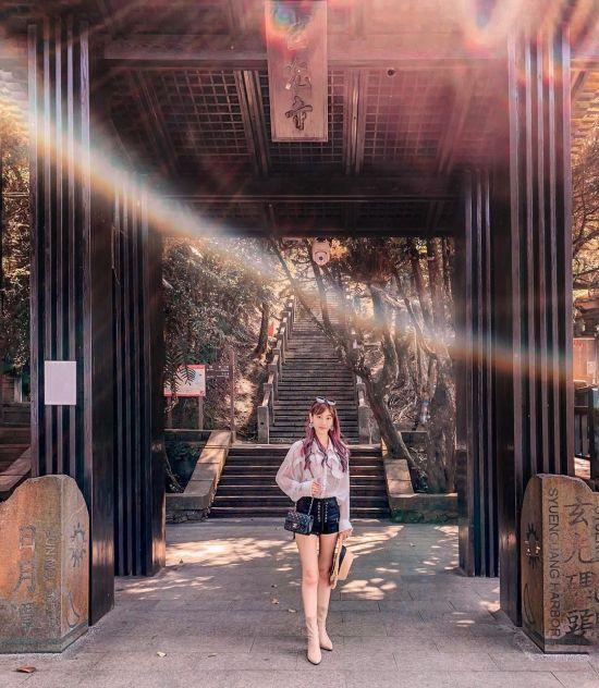 玄光寺從玄光碼頭旁的長階梯上去,外觀仿日式寺廟建築