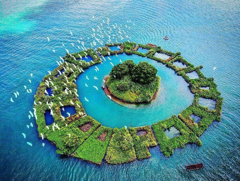 拉魯島是南投日月潭中央的一座小島也是日月潭的地標