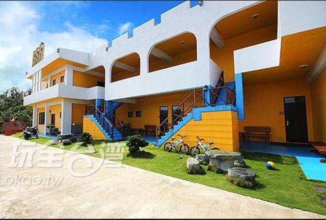 「綠島白沙灣32號民宿」為綠島上的臨海民宿,擁有交通便利、從事各種旅遊行程也十分方便的環境優勢