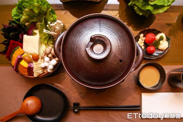 園內吃得到當季蔬果的有機鍋物,口感清爽無負擔,上下圖為一組套餐,需提前預約,一份880元