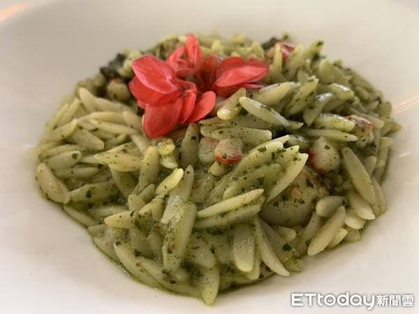▲特色料理義式青醬米麵是用麵粉製作的白米,口感滑順Q彈,是必點中的必點。(圖/記者簡仲豪攝)