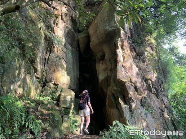 【新北|汐止】隱身山莊後的瀑布秘境,從入口處走3分鐘就到
